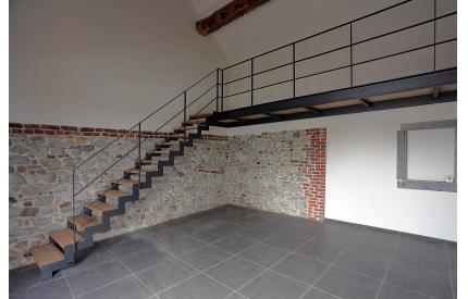 Лестница на косоурах из листового металла