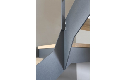 Лестница на титевах из листового металла
